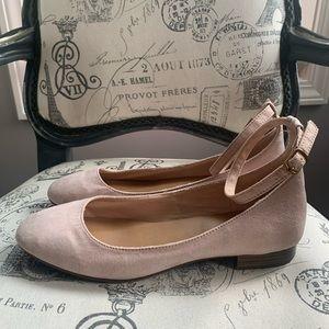 Gap faux suede shoes sz 8